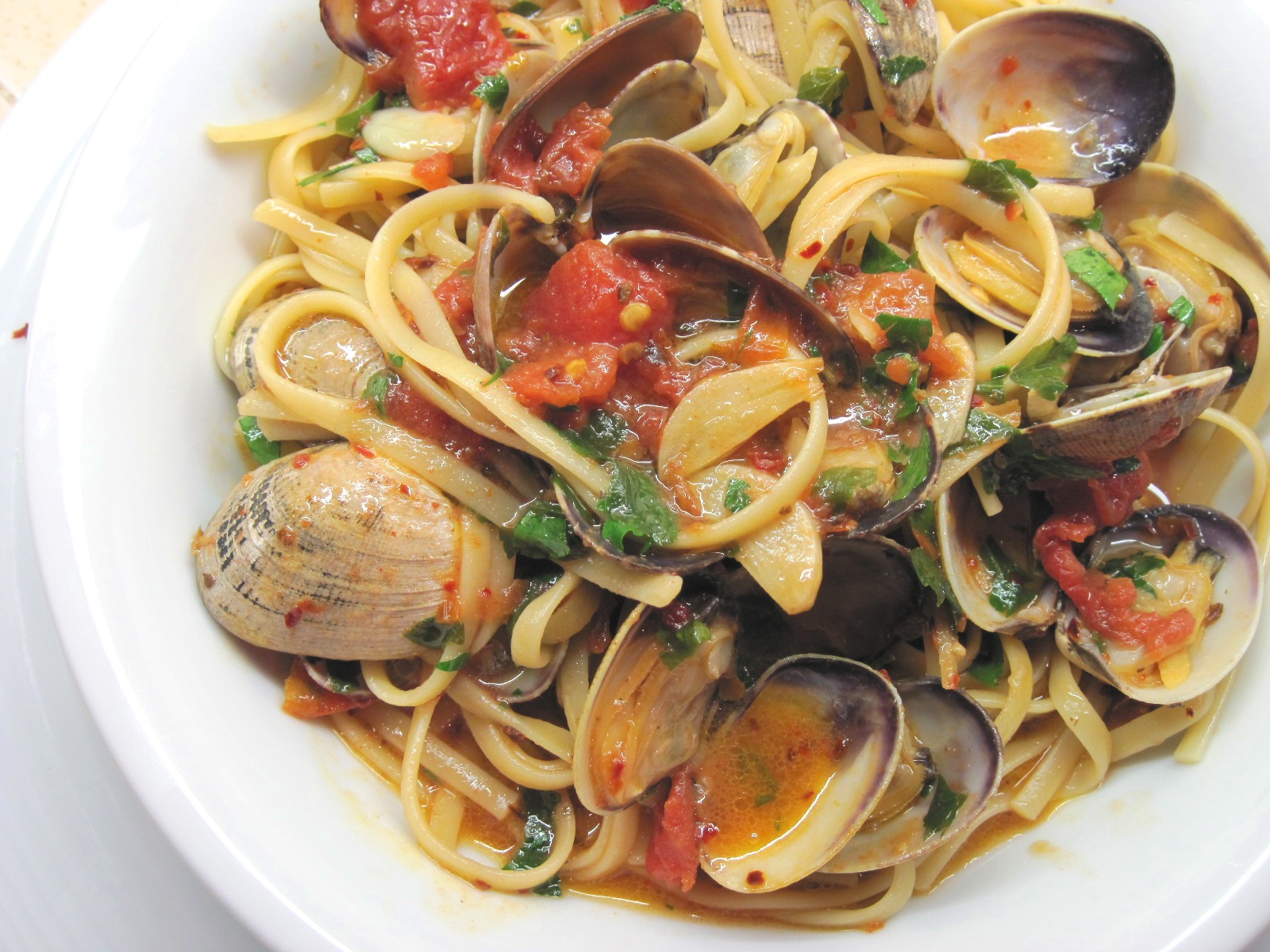 excellent recipe for Linguine con le Vongole (Linguine with Clam Sauce ...