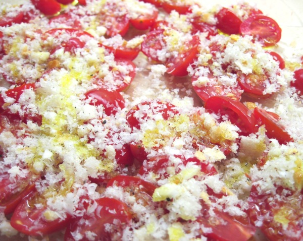 tomatoes with bread crumbs and olive oil