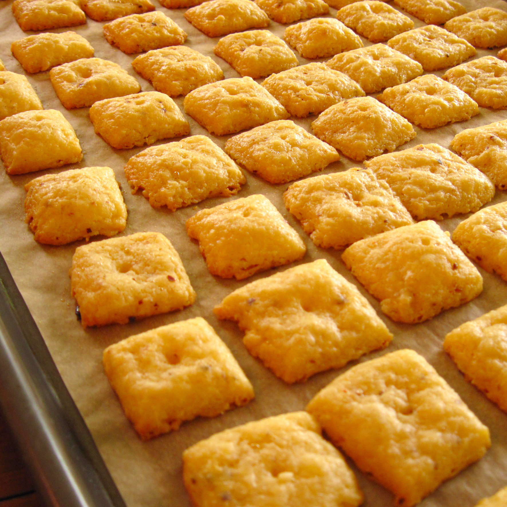 Melt-in-your-mouth Homemade Cheese Crackers!