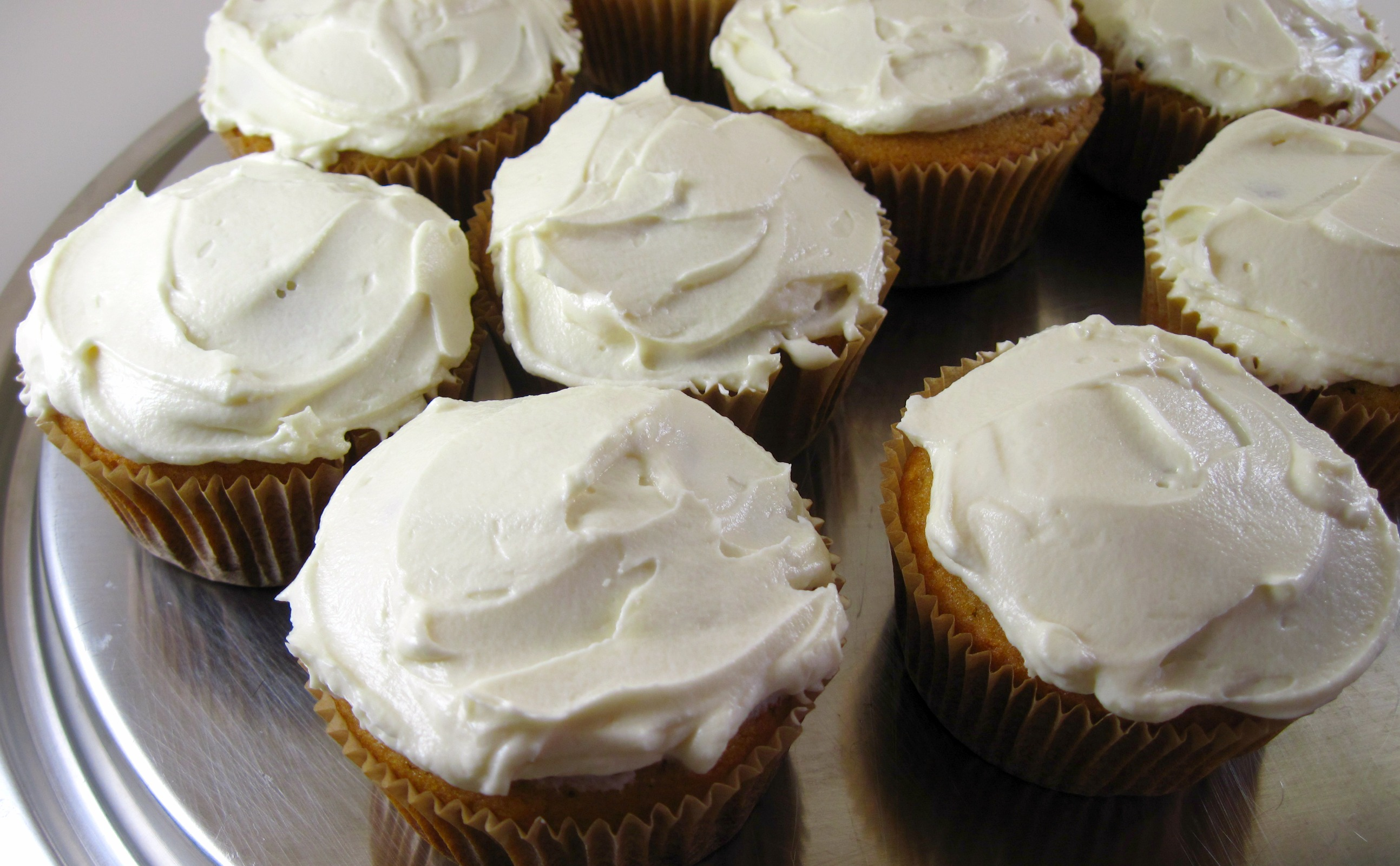 http://kathdedon.files.wordpress.com/2012/04/vanilla-cupcakes-frosted.jpg